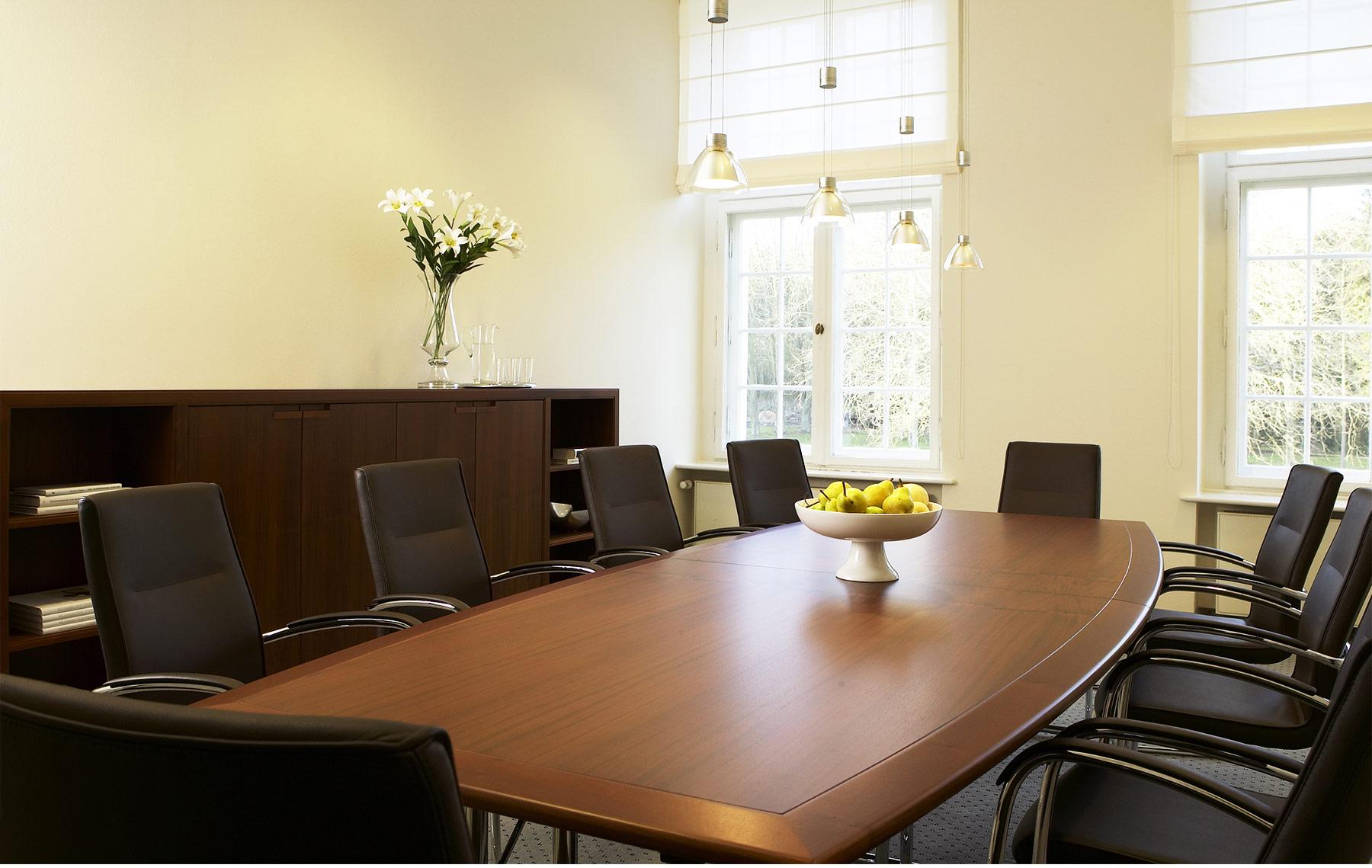 Referenz Innenarchitektur SDW DESIGN Schloss Hasenwinkel Konferenzraum